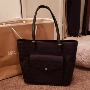 Michael kors black shoulder bag like new